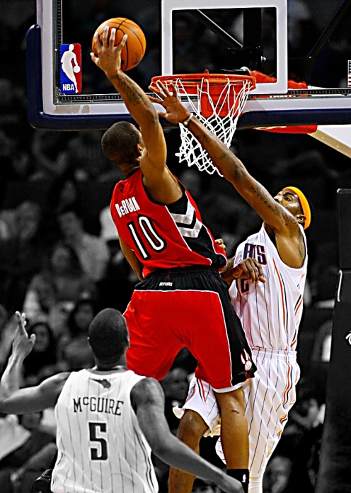 demar_derozan_dunk_by_rhurst-d373syy